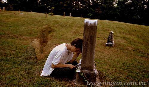ngất bên mộ người yêu cũ