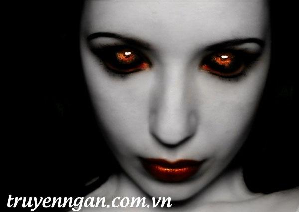 Đôi mắt đỏ hằn lên những tia nhìn hằn học