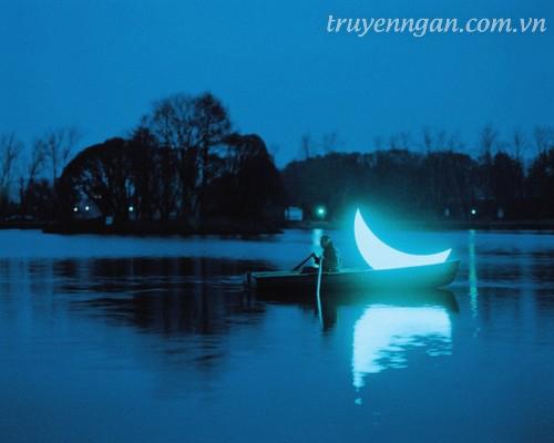 ánh trăng lột trần bộ mặt
