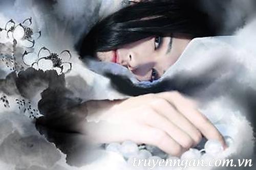 bóng áo trắng tóc dài